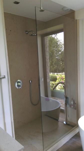 paroi de douche en verre avec d poli atelier du verre cr ations. Black Bedroom Furniture Sets. Home Design Ideas