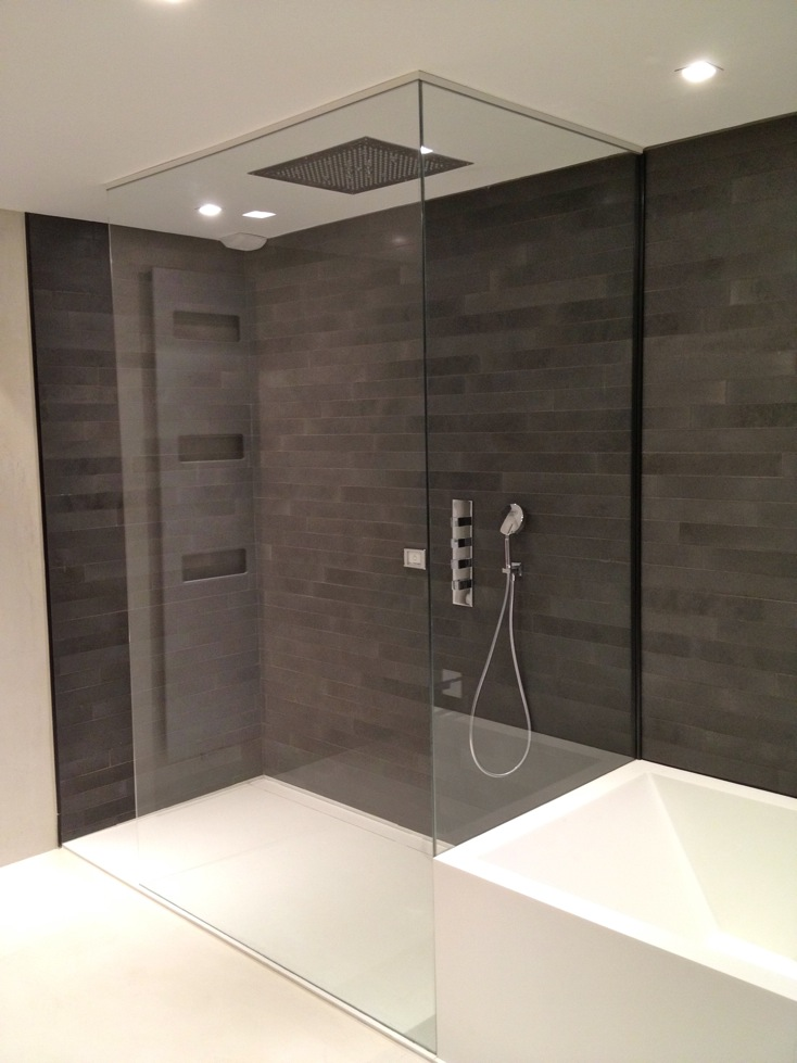 paroi de douche en verre avec d poli atelier du verre cr ations. Black Bedroom Furniture Sets. Home Design Ideas