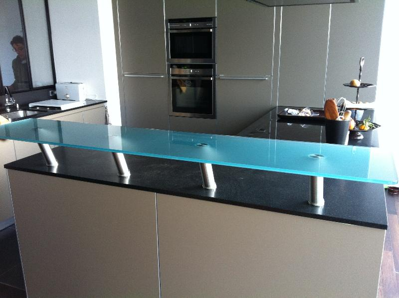 Plateau en verre snack atelier du verre cr ations - Cuisine en verre blanc ...