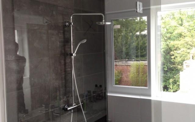 porte de douche en verre showerguard atelier du verre cr ations. Black Bedroom Furniture Sets. Home Design Ideas