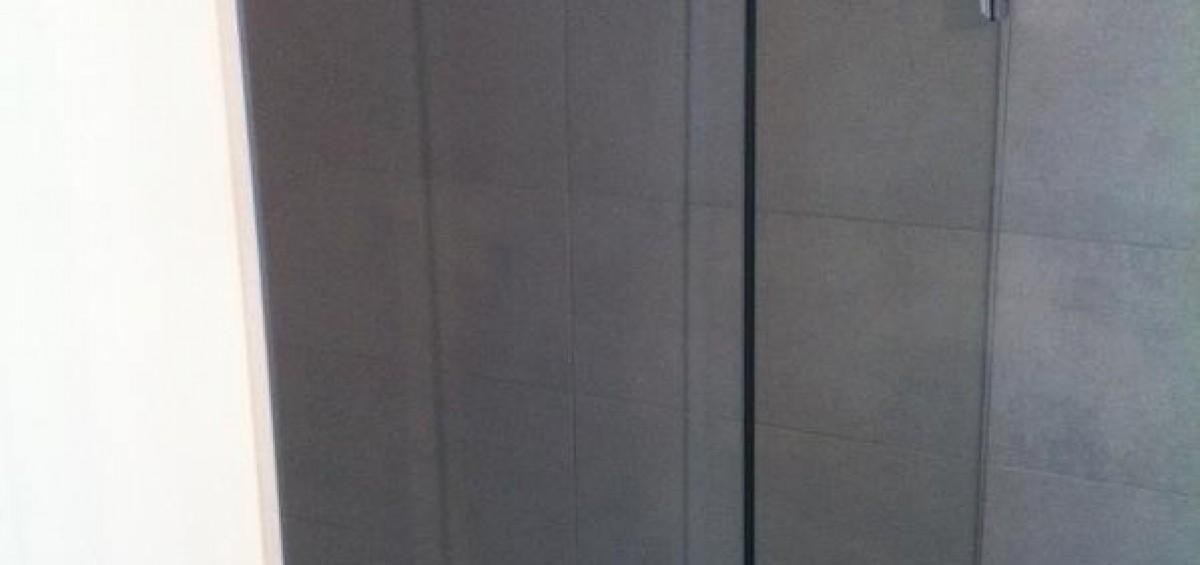 porte de douche en verre showerguard 1 390 3. Black Bedroom Furniture Sets. Home Design Ideas