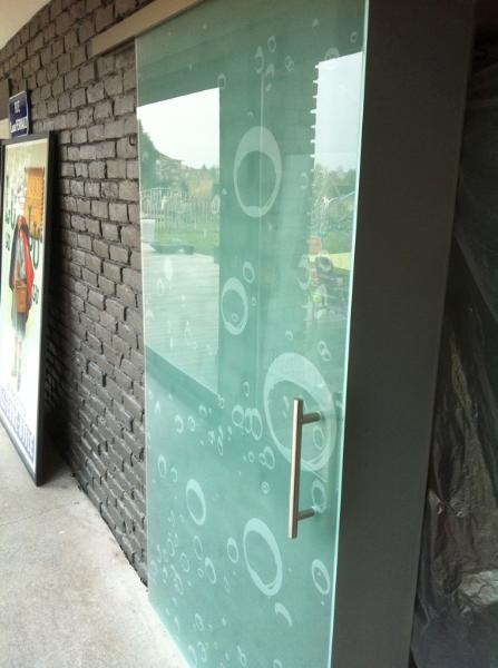 Portes en verre coulissantes atelier du verre cr ations - Porte a galandage verre ...
