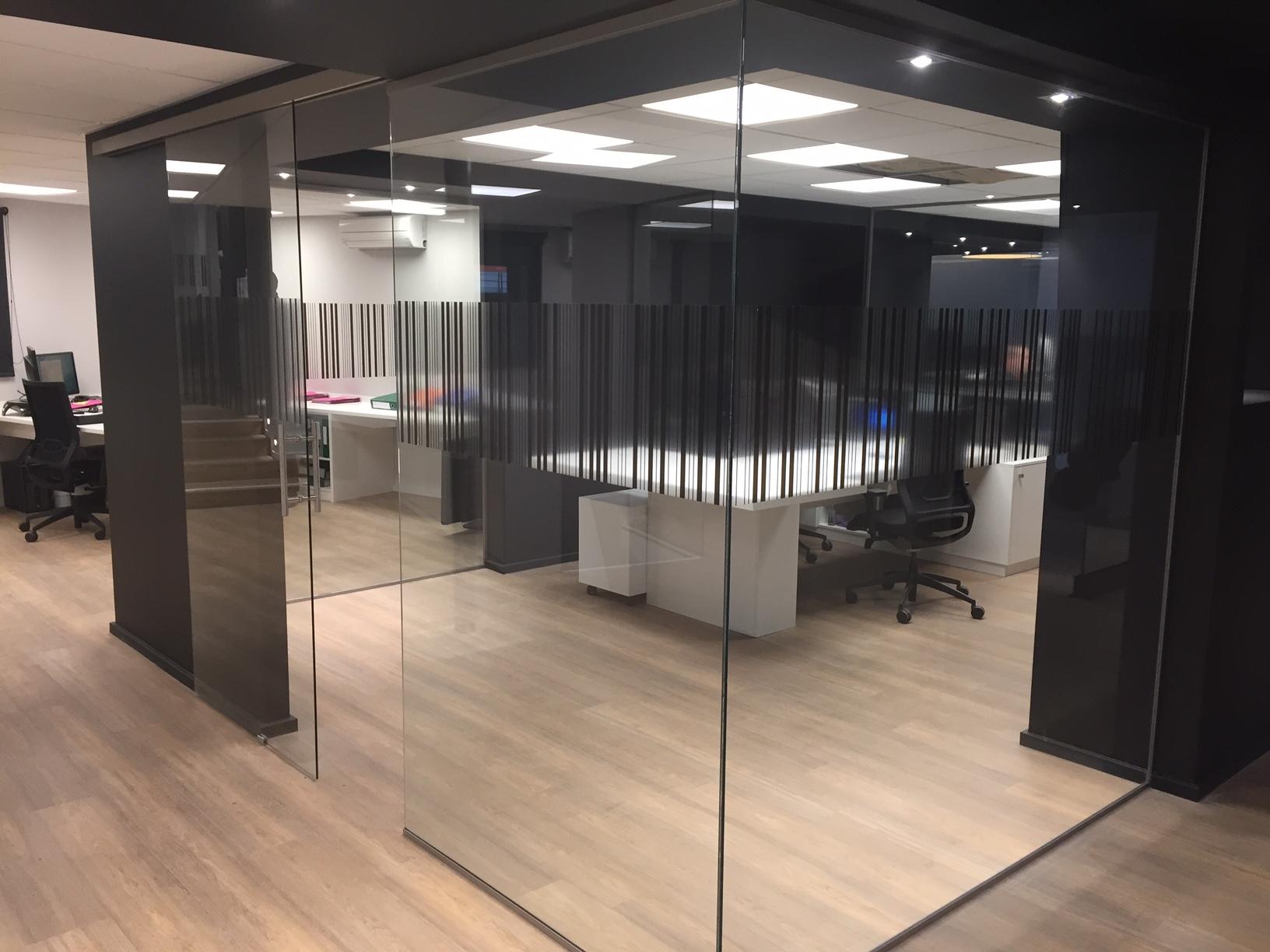 cloison et porte en verre coulissante atelier du verre cr ations. Black Bedroom Furniture Sets. Home Design Ideas